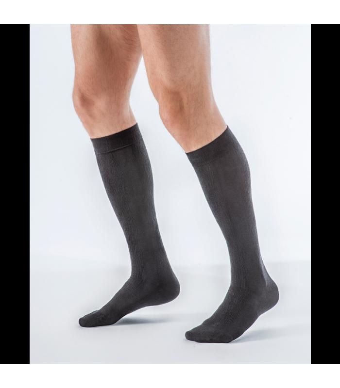 Chaussettes de contention de la gamme Bambou pour hommes de Sigvaris. Coloris Noir